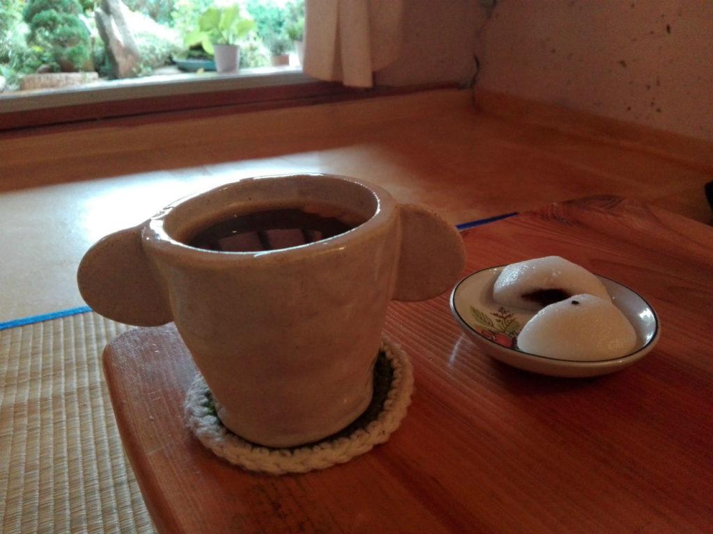 Jeonju tea served with rice cakes