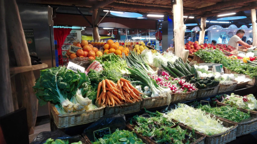 Buy local and seasonal veggies at the market healthy resolutions