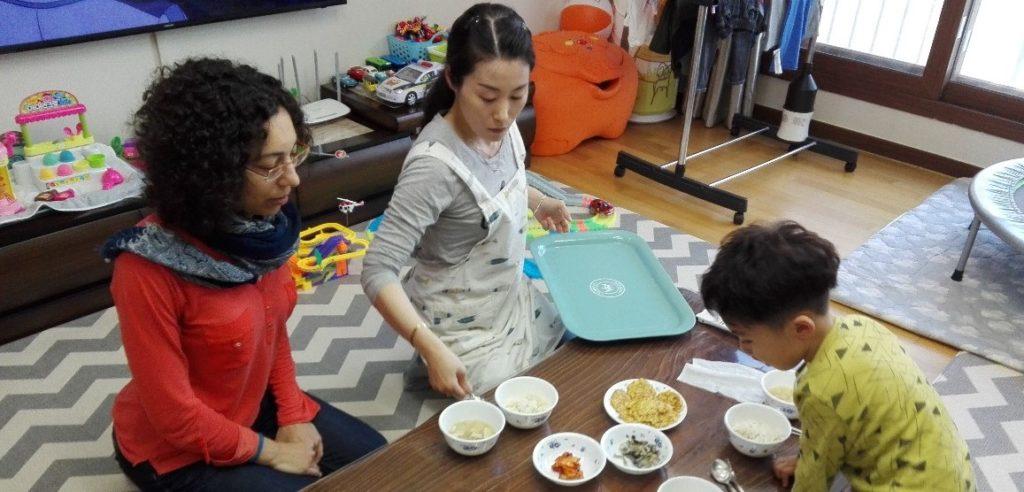 Repas dans une maison coréenne en 2019 avant le confinement du coronavirus