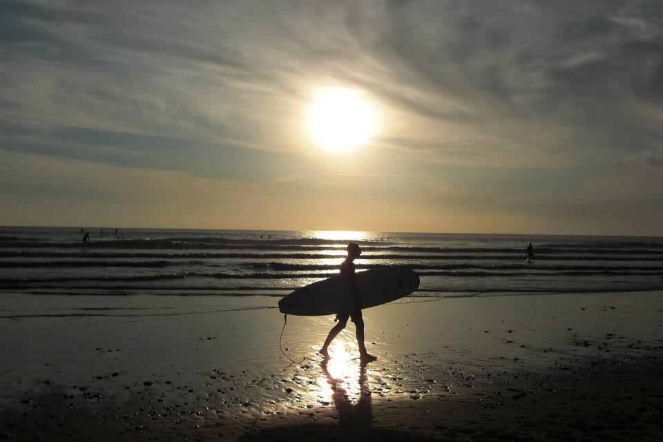 Bretagne surfer sunset